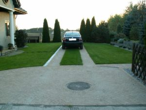 trawnik i podjazd